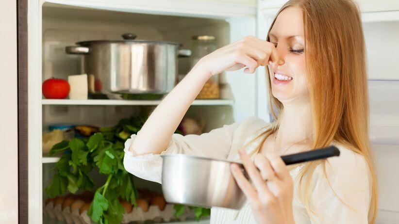 Jak przechowywać żywność w lodówce, aby jak najdłużej zachowała świeżość?