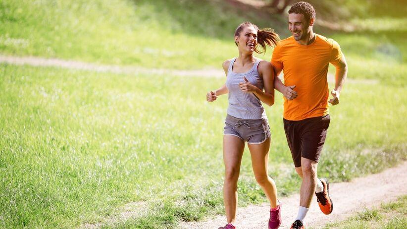 Jak zacząć biegać latem? Poradnik początkującego biegacza