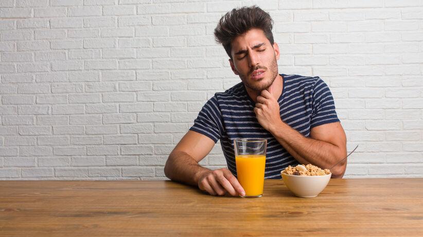 Co jeść i pić, gdy boli gardło?