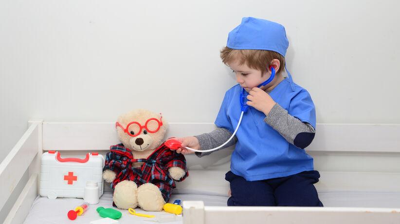 W co się bawić z chorym dzieckiem?