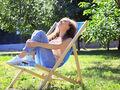 La sensibilidad al sol puede causar urticaria, decoloración de la piel o ampollas en la piel de algunas personas con alergias.