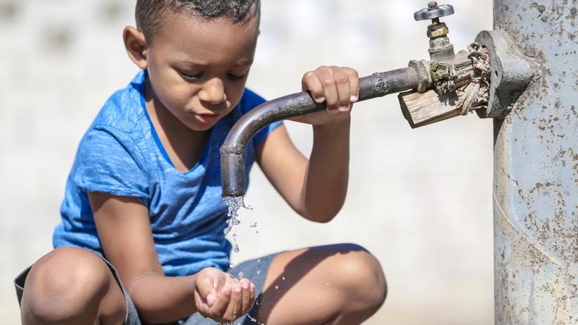 Cholera przenosi się przez zanieczyszczoną wodę