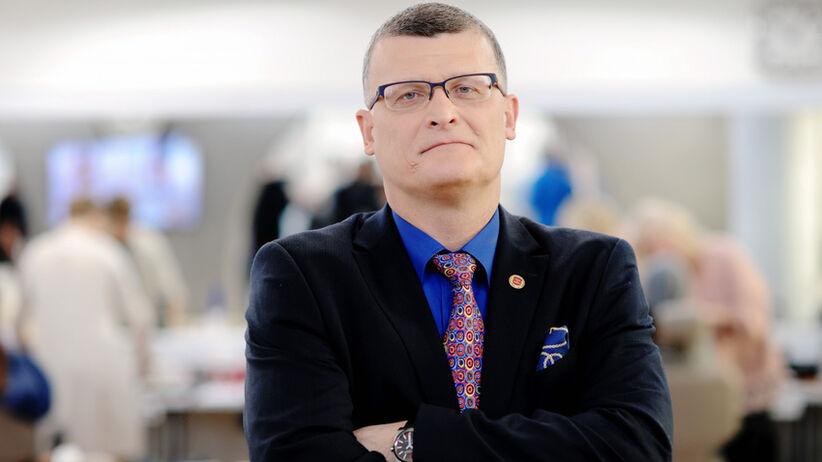 """Dr Grzesiowski: """"Ciągle mamy dopływ nowych pacjentów z wesel i imprez rodzinnych"""""""