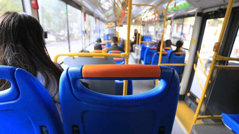 Superroznosiciel w autobusie