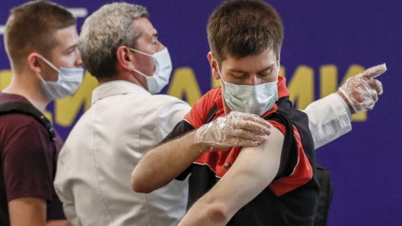 Skuteczność szczepień - kto umiera na COVID-19
