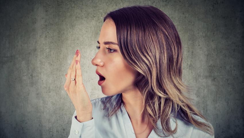 Kwasica ketonowa objawia kwaśnym zapachem acetonu z ust