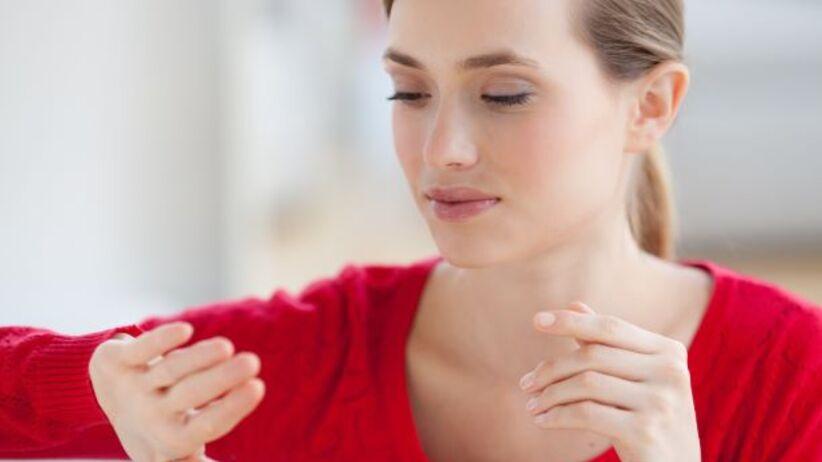 Krwawe wylewy pod paznokciem: przyczyny linijnych krwiaków