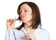 Jednym z objawów niedoczynności tarczycy są łamliwe włosy