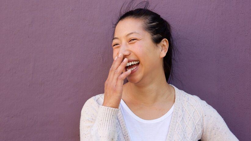 Zwichnięcie szczęki podczas śmiechu