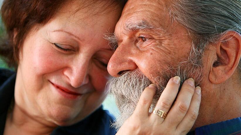 Jak zapobiegać chorobie Alzheimera. Objawy, leczenie, dieta na pamięć