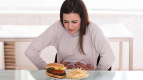 Objawy raka żołądka: ból brzucha, niestrawność, uczucie pełności