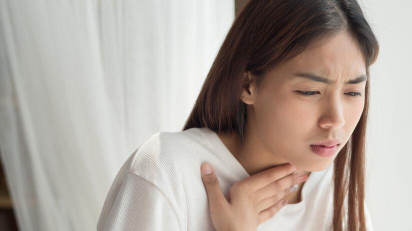 Problemy z przełykaniem to objaw raka gardła