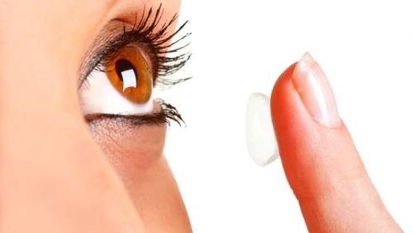 Nosisz soczewki kontaktowe? Jeśli robisz błąd, możesz stracić wzrok!