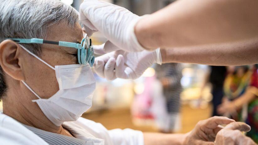Wizyta u okulisty bezpieczniejsza niż w sklepie