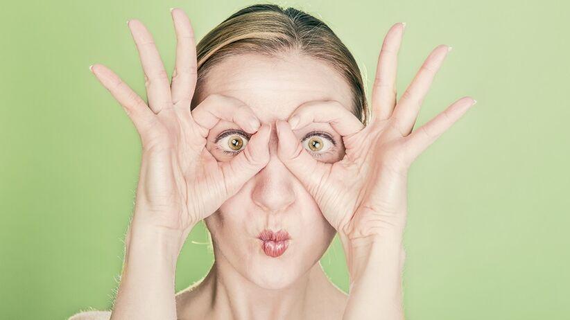 Zasady noszenia soczewek kontaktowych ‒ o tym musisz pamiętać!
