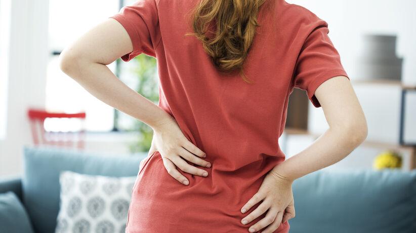 Ból w dolnej części kręgosłupa.