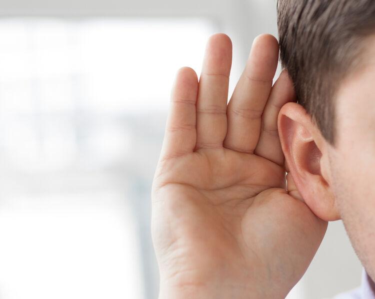 Jaką rolę pełni woskowina uszna?