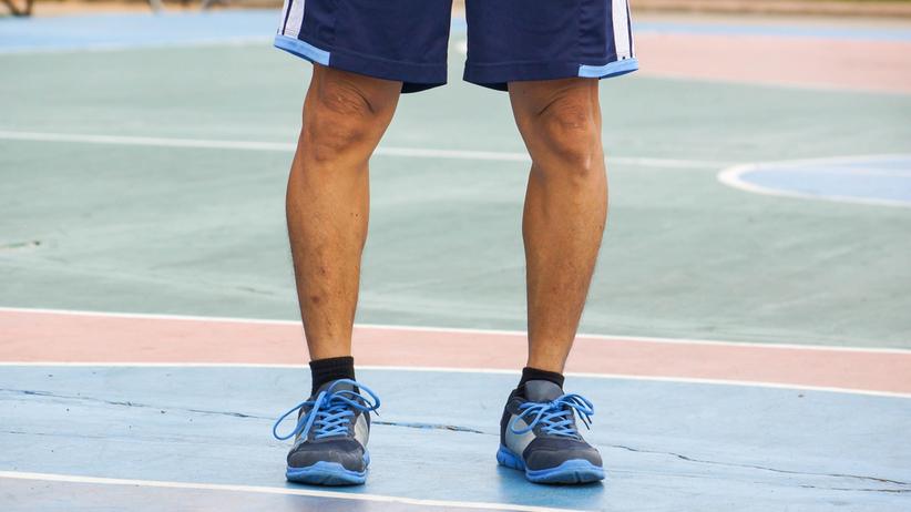 Szpotawość kolan to wada zniekształcajaca sylwetkę