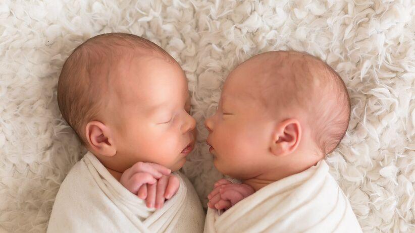 Bliźnięta po porodzie - niezwykłe zachowanie