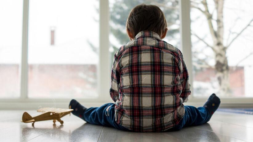 chłopiec z autyzmem