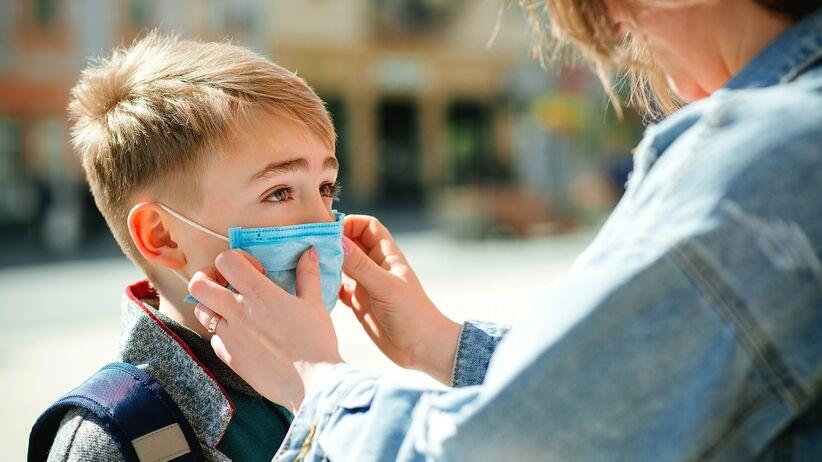 Dziecko w szkole w czasie pandemii. Czy to bezpieczne?