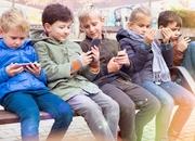 Telefony a kości dzieci