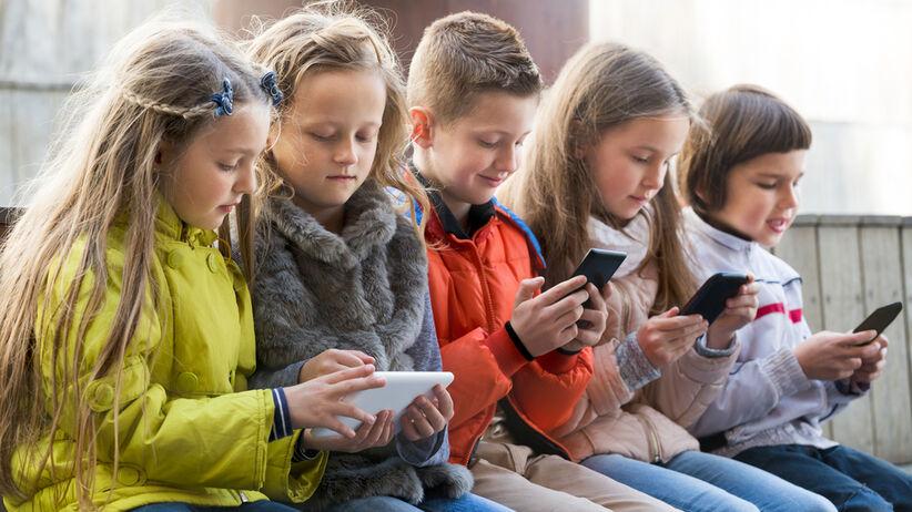 Szyja smartfonowa to nowe zjawisko w poradni leczenia bólu