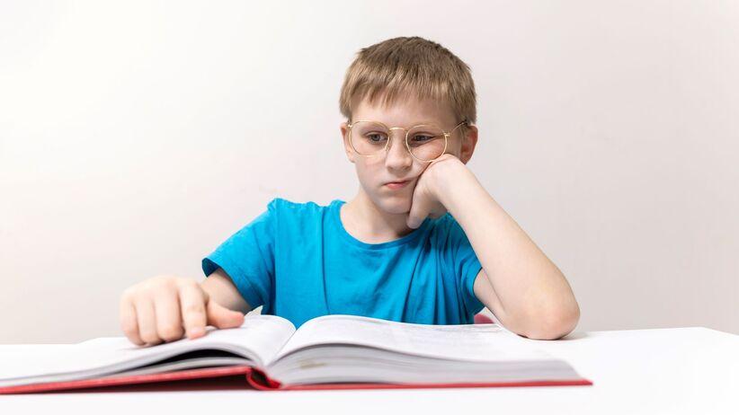 Masz problemy z czytaniem i matematyką? Możesz mieć zespół Irlen
