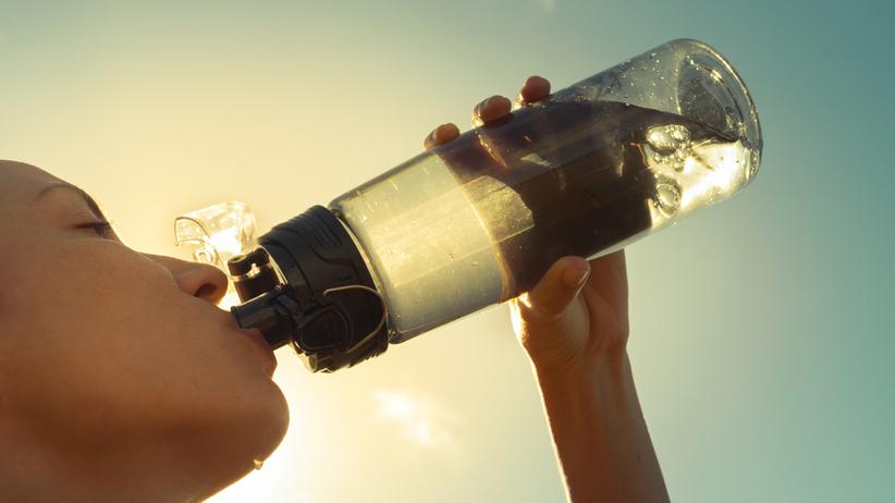 Czego nie pić w czasie upałów? Oto 5 napojów, których należy unikać