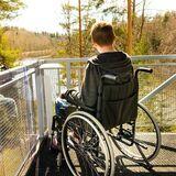 paraliż, chłopak na wózku