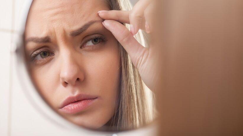 Wypadanie brwi i rzęs: przyczyny. Czy świadczy o poważnej chorobie?