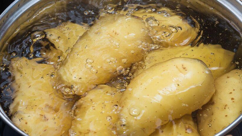 Woda z gotowanych ziemniaków: zastosowanie