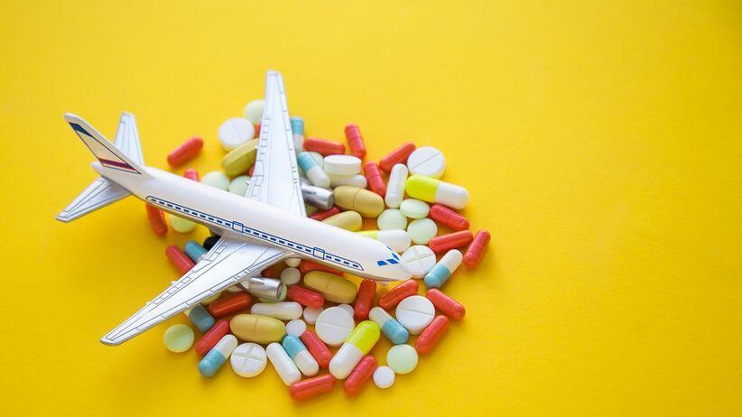 Zwolnienie lekarskie a wyjazd za granicę: czy można?