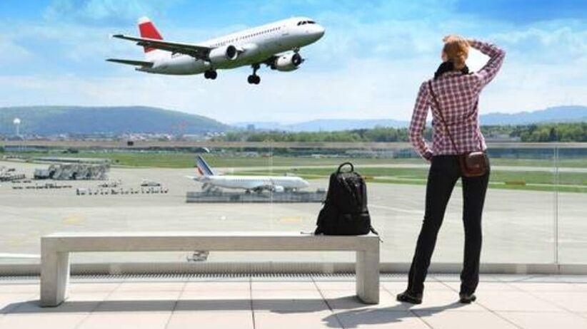 Z głową w chmurach, czyli poradnik dla podróżujących samolotem