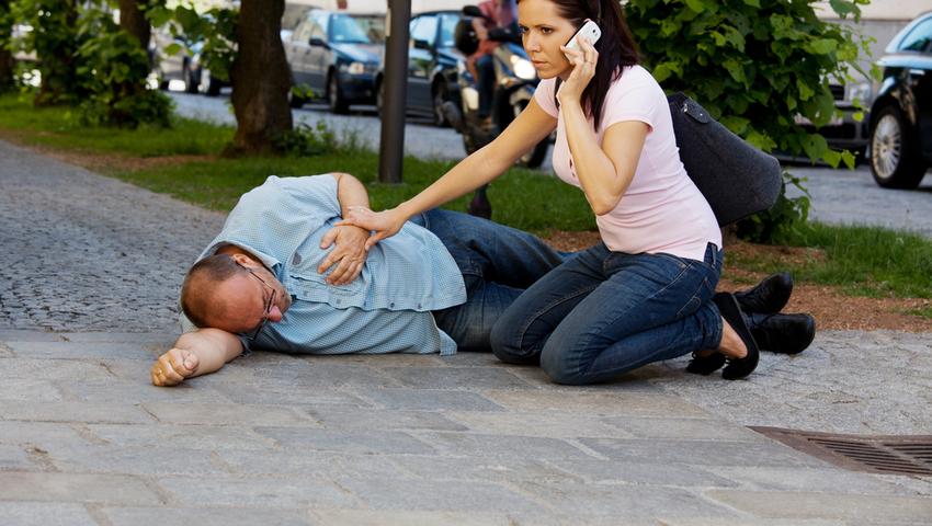 Atak padaczki: pomóż, ale nie przeszkadzaj. Jak się zachować?