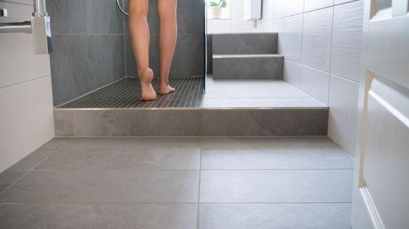 Kąpiel pod prysznicem może być groźna