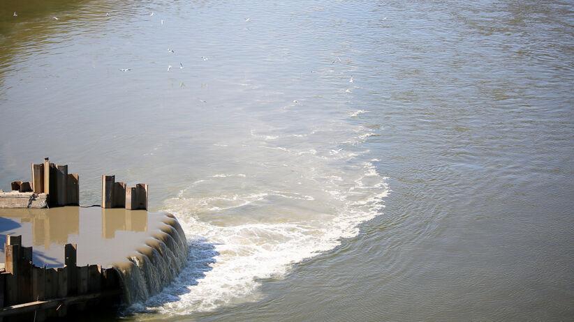 Zrzut ścieków do rzeki
