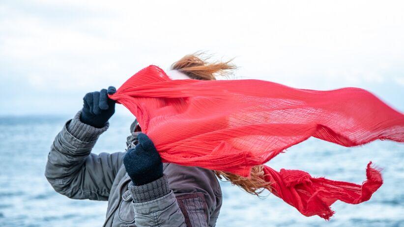 Koronawirus lubi gdy jest zimno, wietrznie i wilgotno