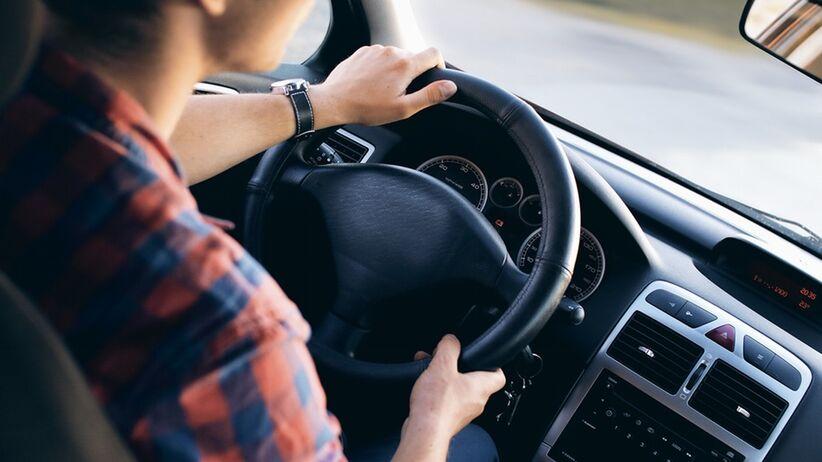 Dlaczego osoby z bezdechem sennym mogą stracić prawo jazdy?