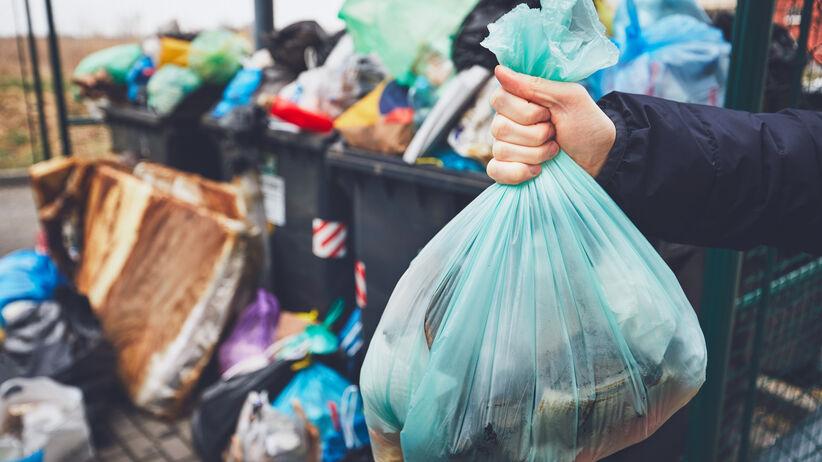 Wyrzucanie śmieci a kwarantanna