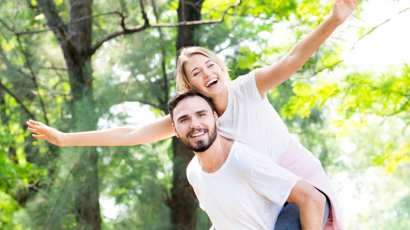 Hormony szczęścia: dopamina, serotonina. Czym są i jak podnieść ich poziom?