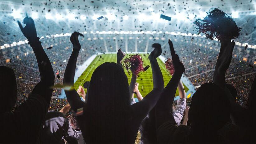 Mecze piłkarskie przy pełnych trybunach