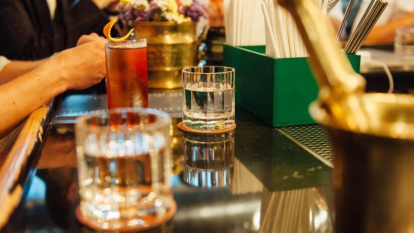 10 mitów na temat alkoholu. Większość z nas ciągle w nie wierzy