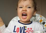 Syndrom cesarza, gdy dziecko terroryzuje rodziców.