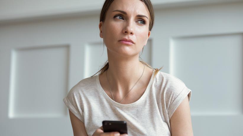 Zazdrość w związku: jak sobie z nią radzić?
