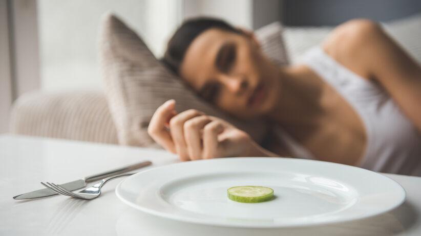 kobieta z zaburzeniem odżywiania