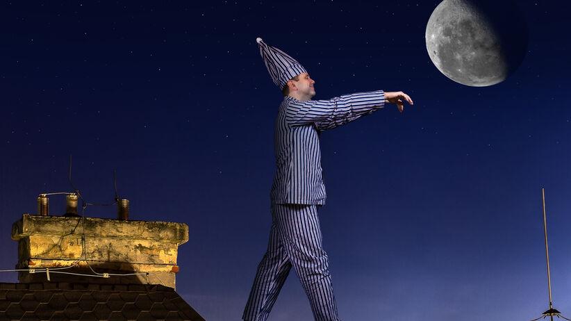 Sennowłóctwo, czyli lunatykowanie, to zaburzenie snu zaliczane do parasomnii