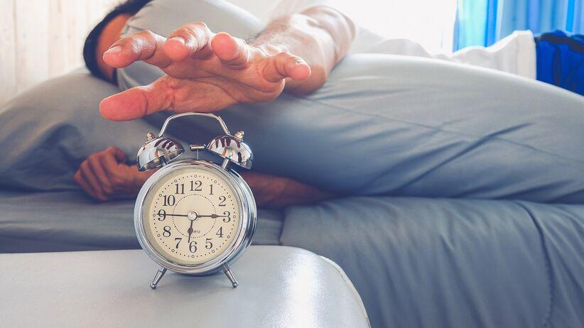 Poranne nawyki, które negatywnie wpływają na zdrowie i samopoczucie