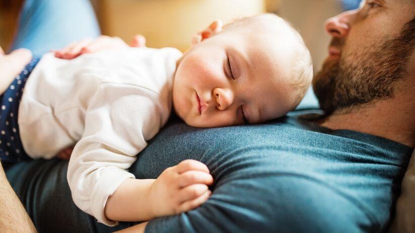 Dlaczego niemowlęta śpią dłużej niż dorośli?