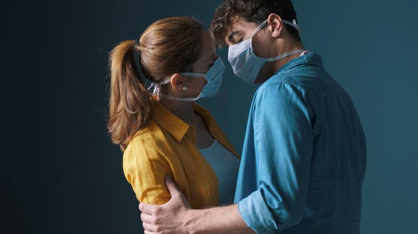 Koronawirus: pocałunki i seks